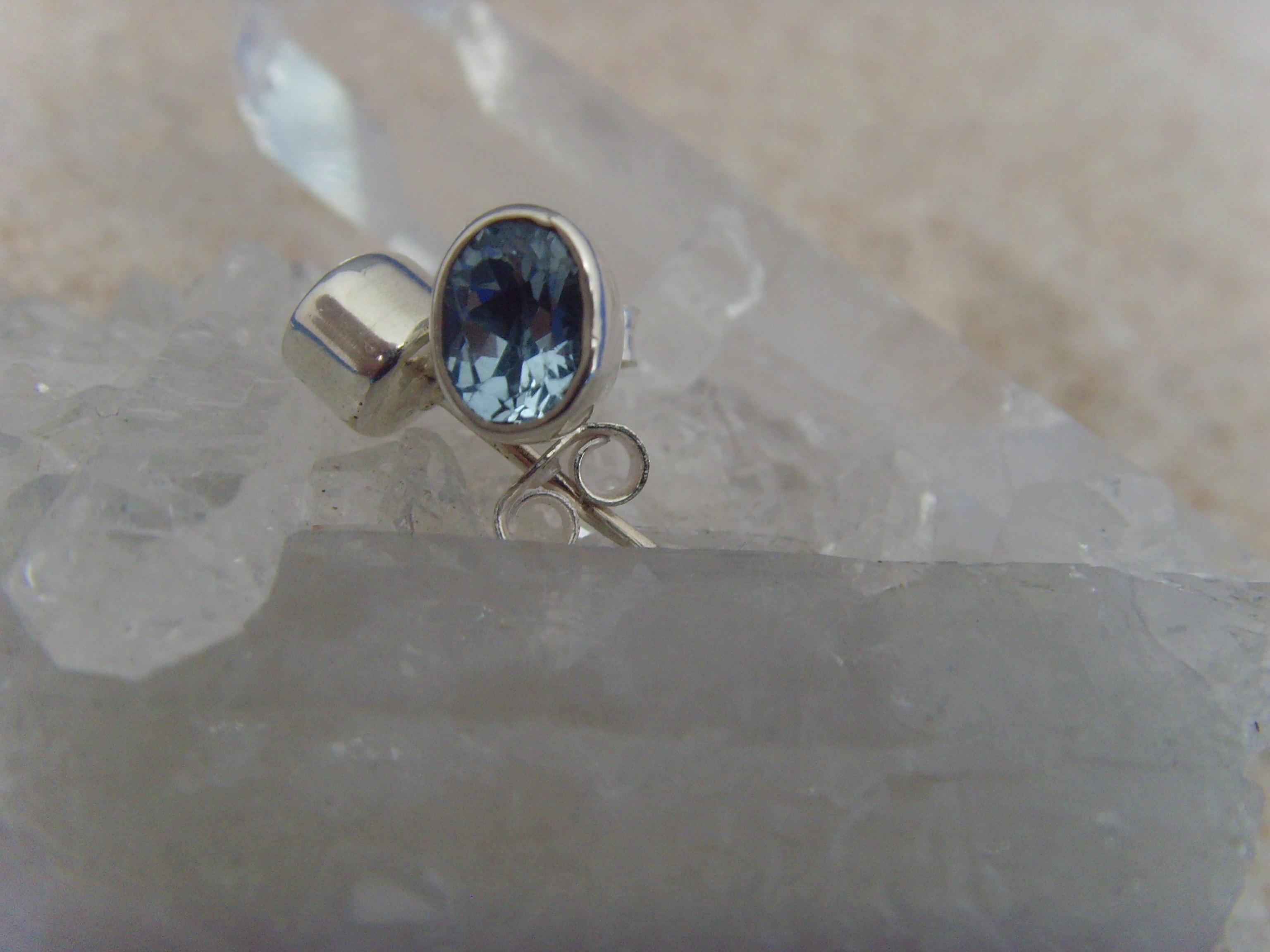 Ohrstecker-Blautopas / facettiert - oval - 925'er Silber
