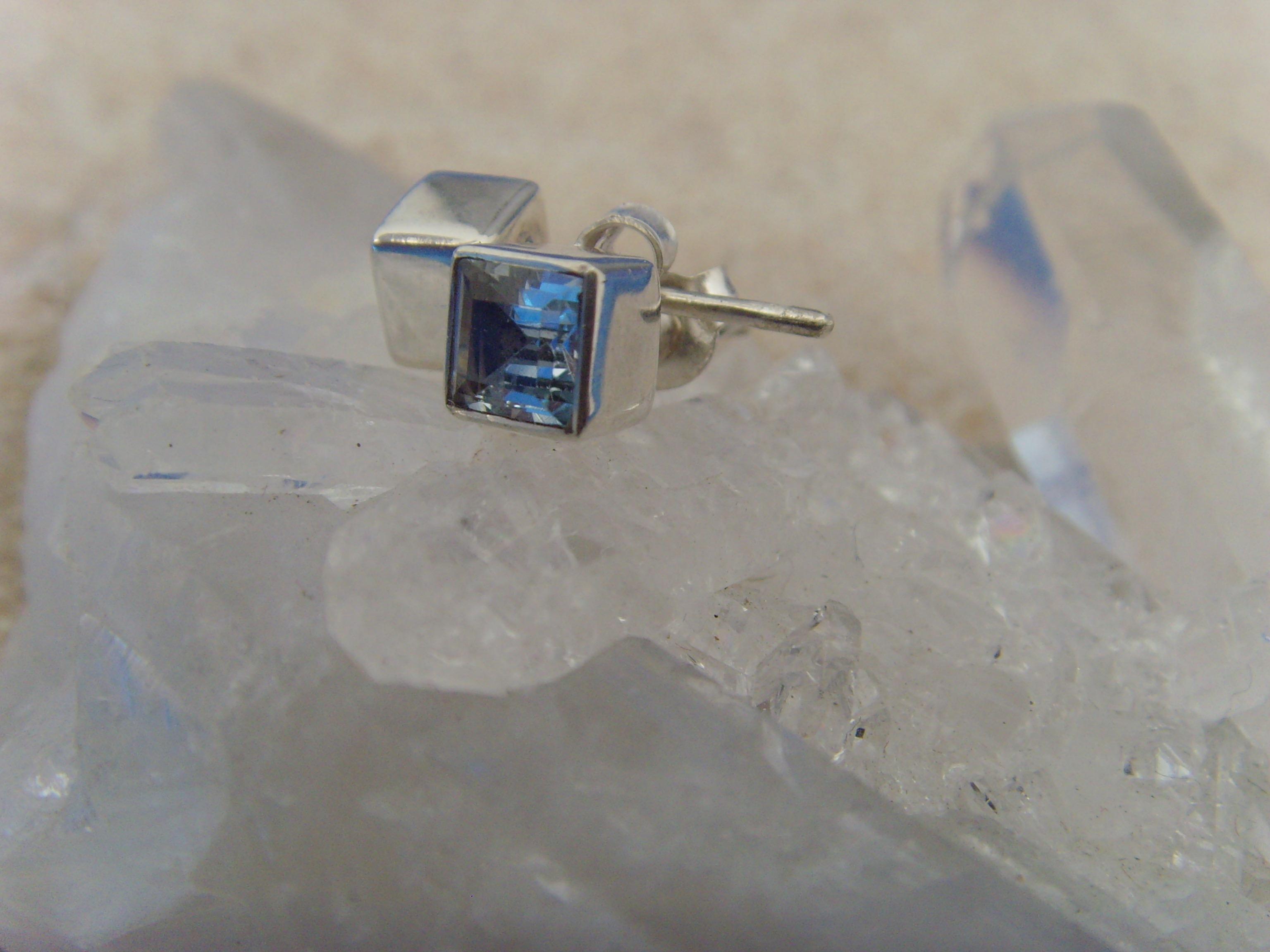 Ohrstecker Blautopas / facettiert - quadratisch 925 Silber