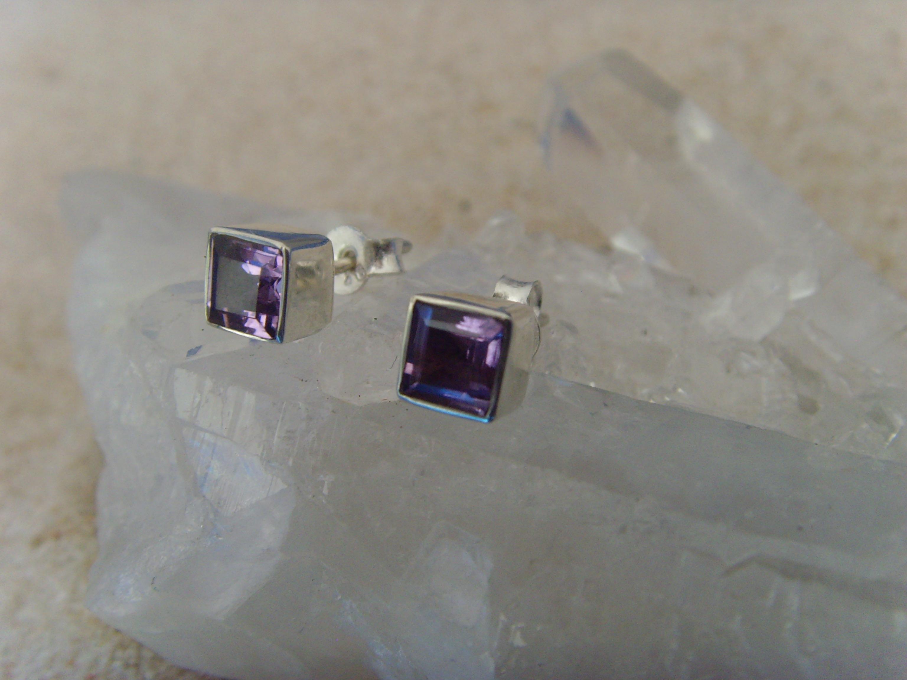 Amethyst-Ohrstecker / facettiert-quadratisch-925 Silber