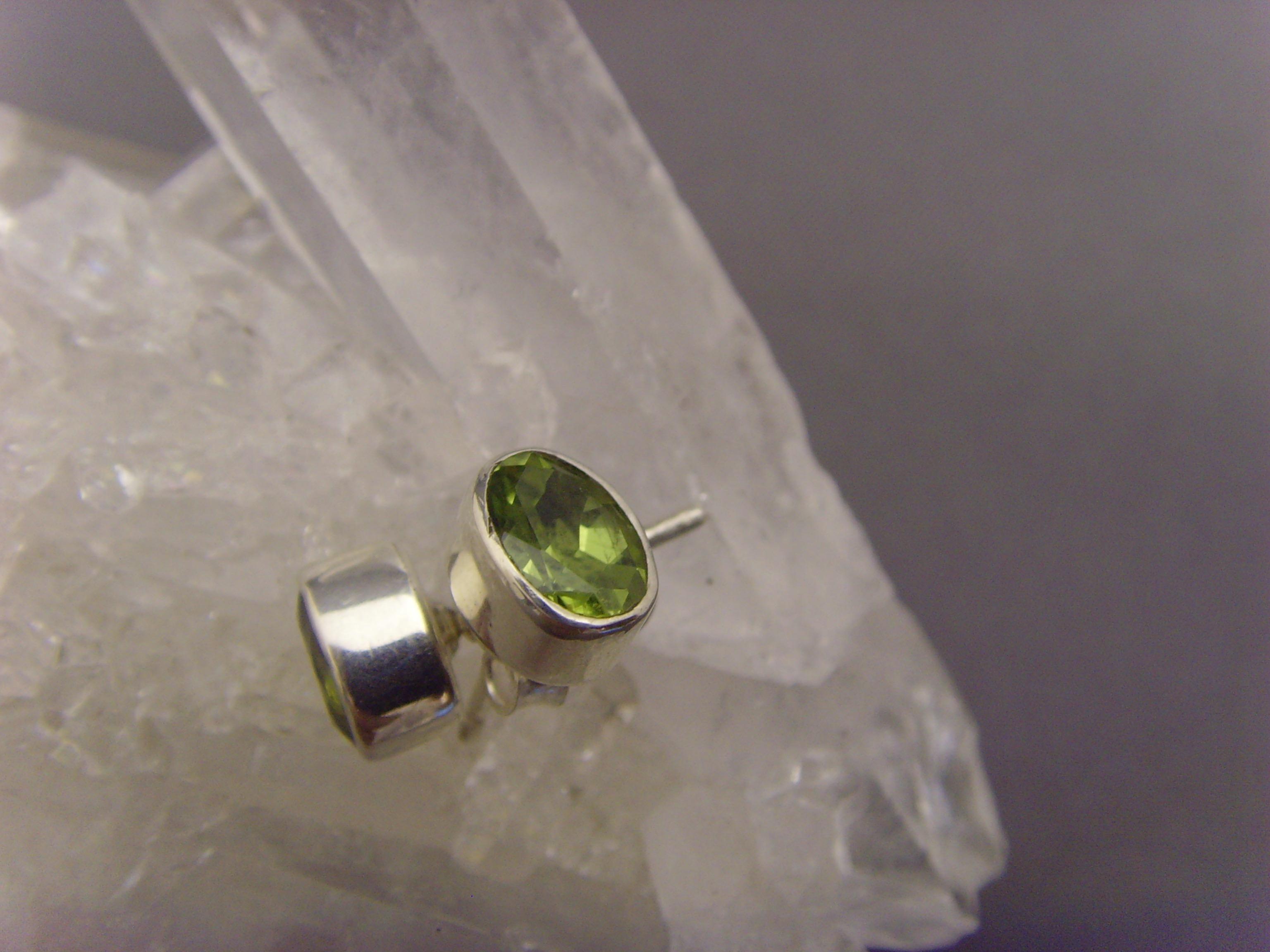 Peridot - Ohrstecker facettiert/ oval - 925'er Silber