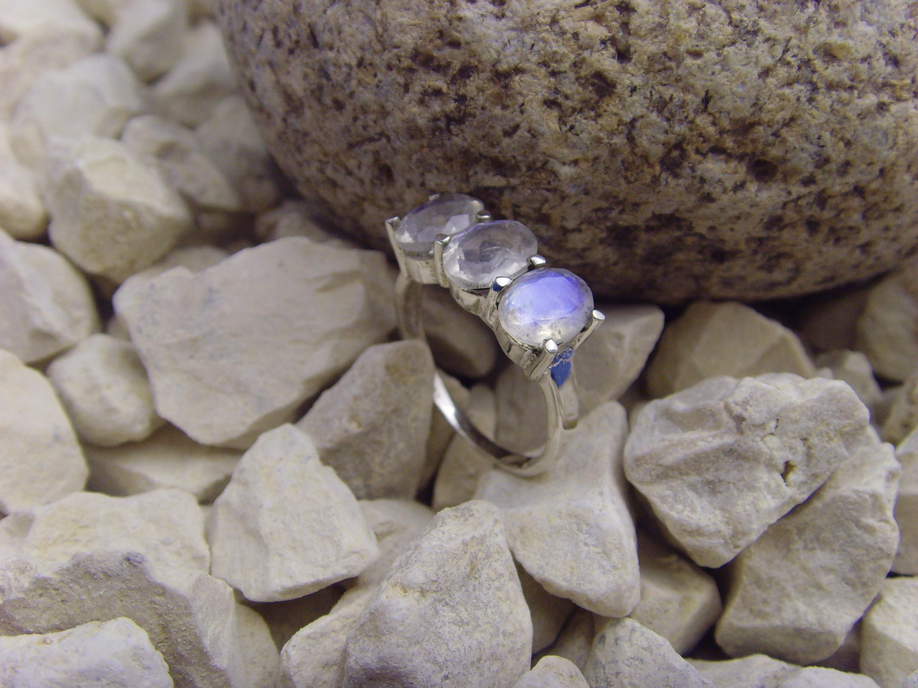 Mondstein - Ring / 925er Silber / Facettenschliff
