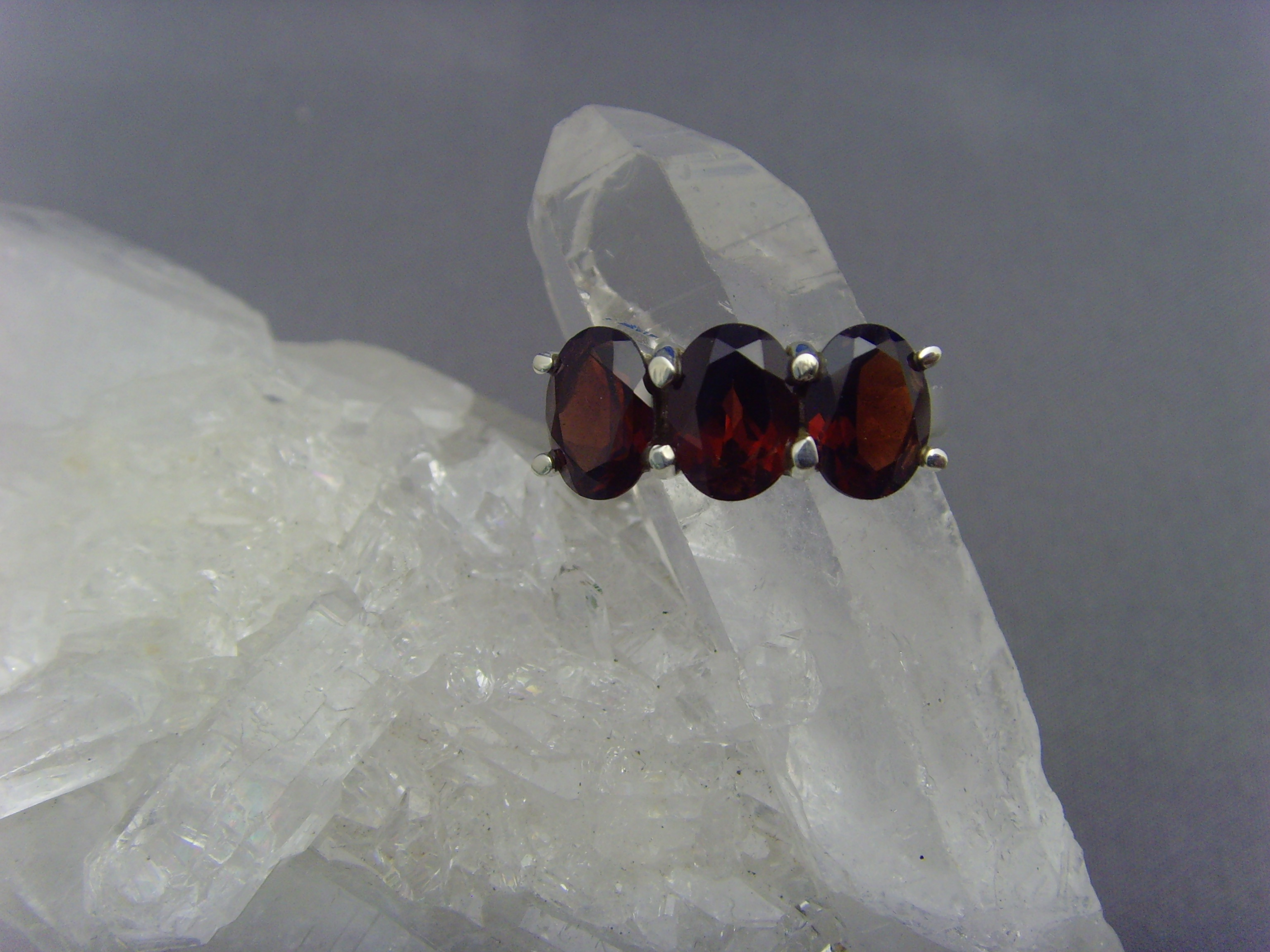 Granat - Ring / 925er Silber / Facettenschliff