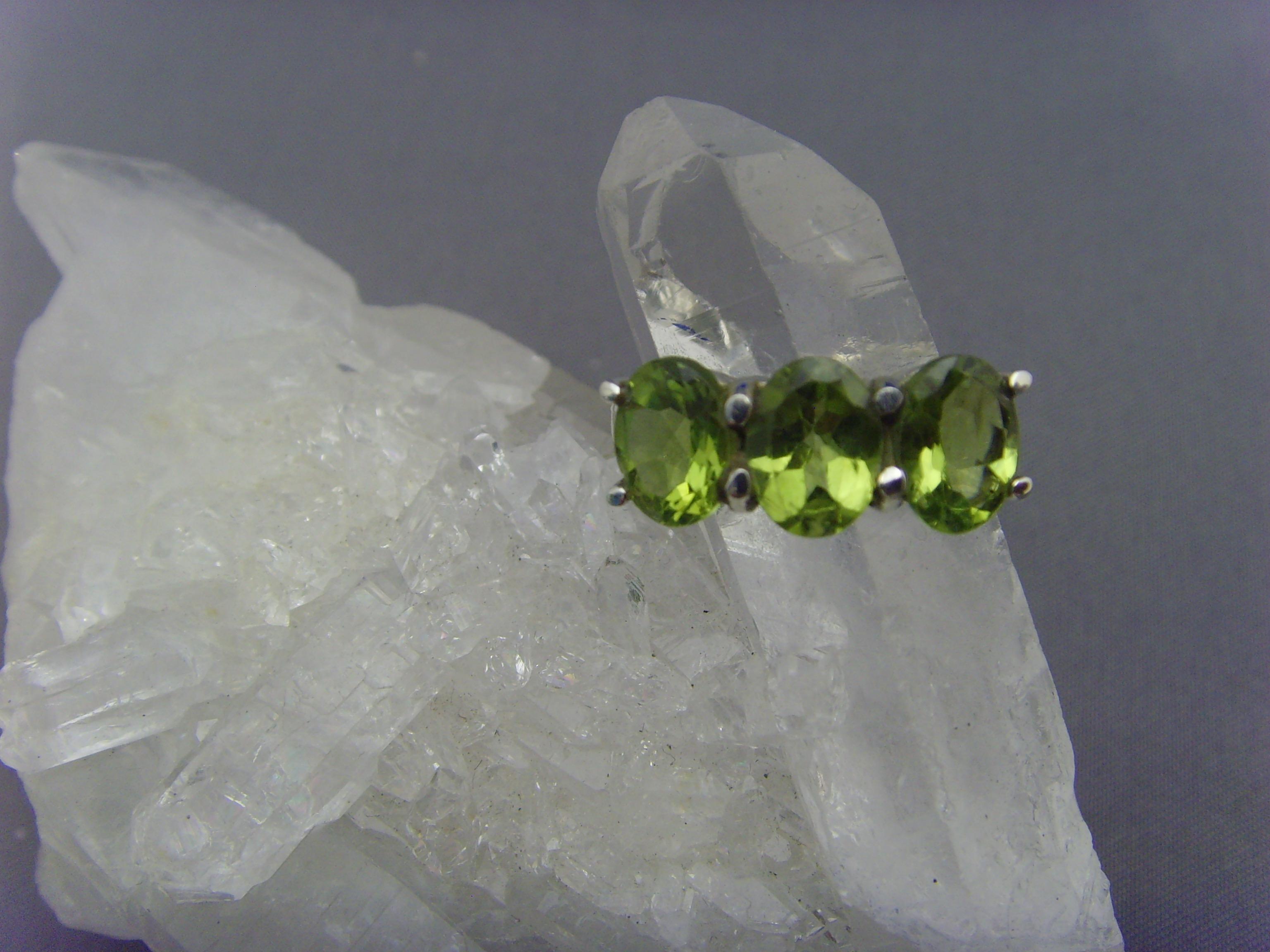 Peridot - Ring / 925er Silber / Facettenschliff