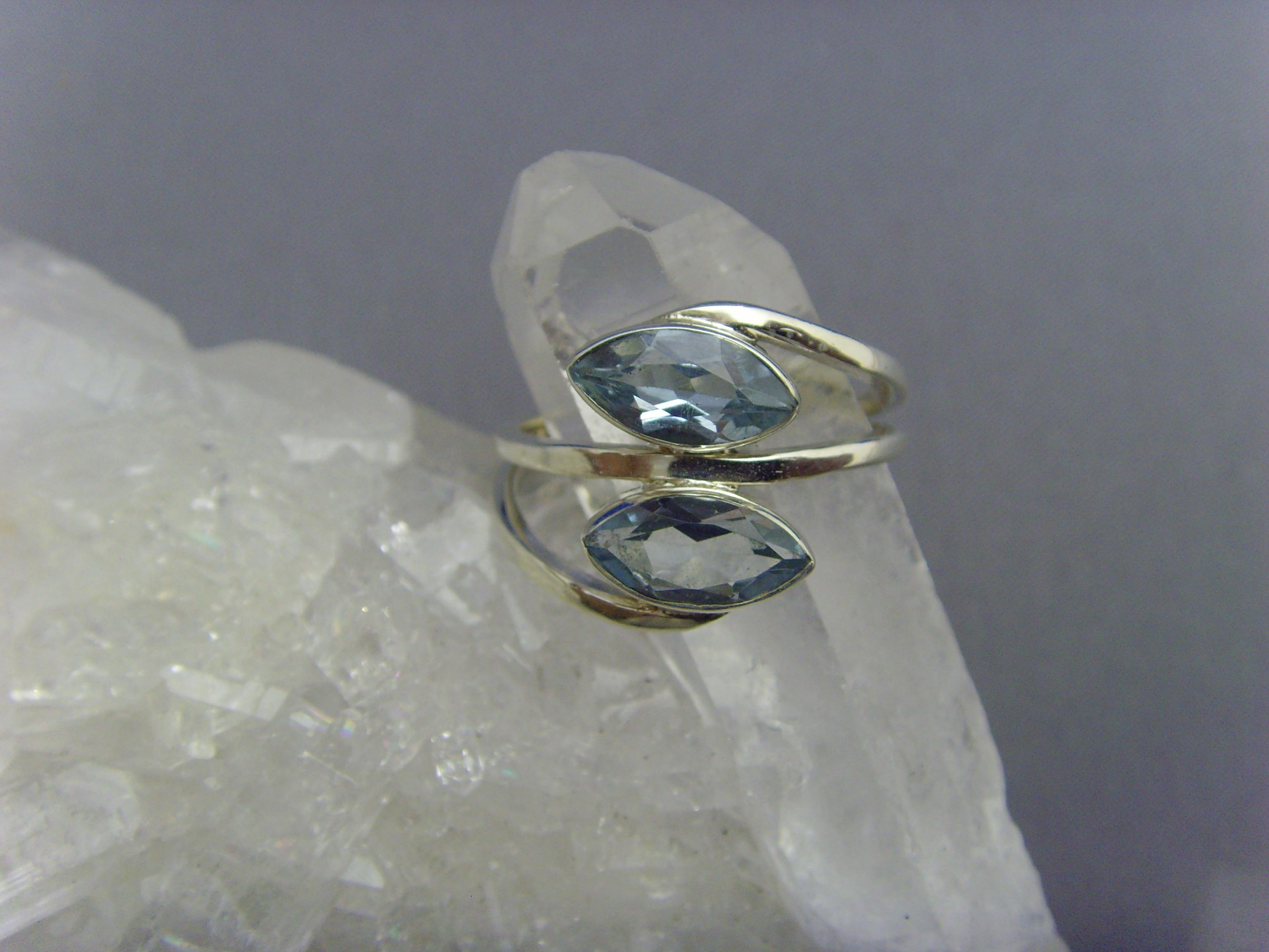 Blautopas - Ring / 925'er Silber / Navettenform