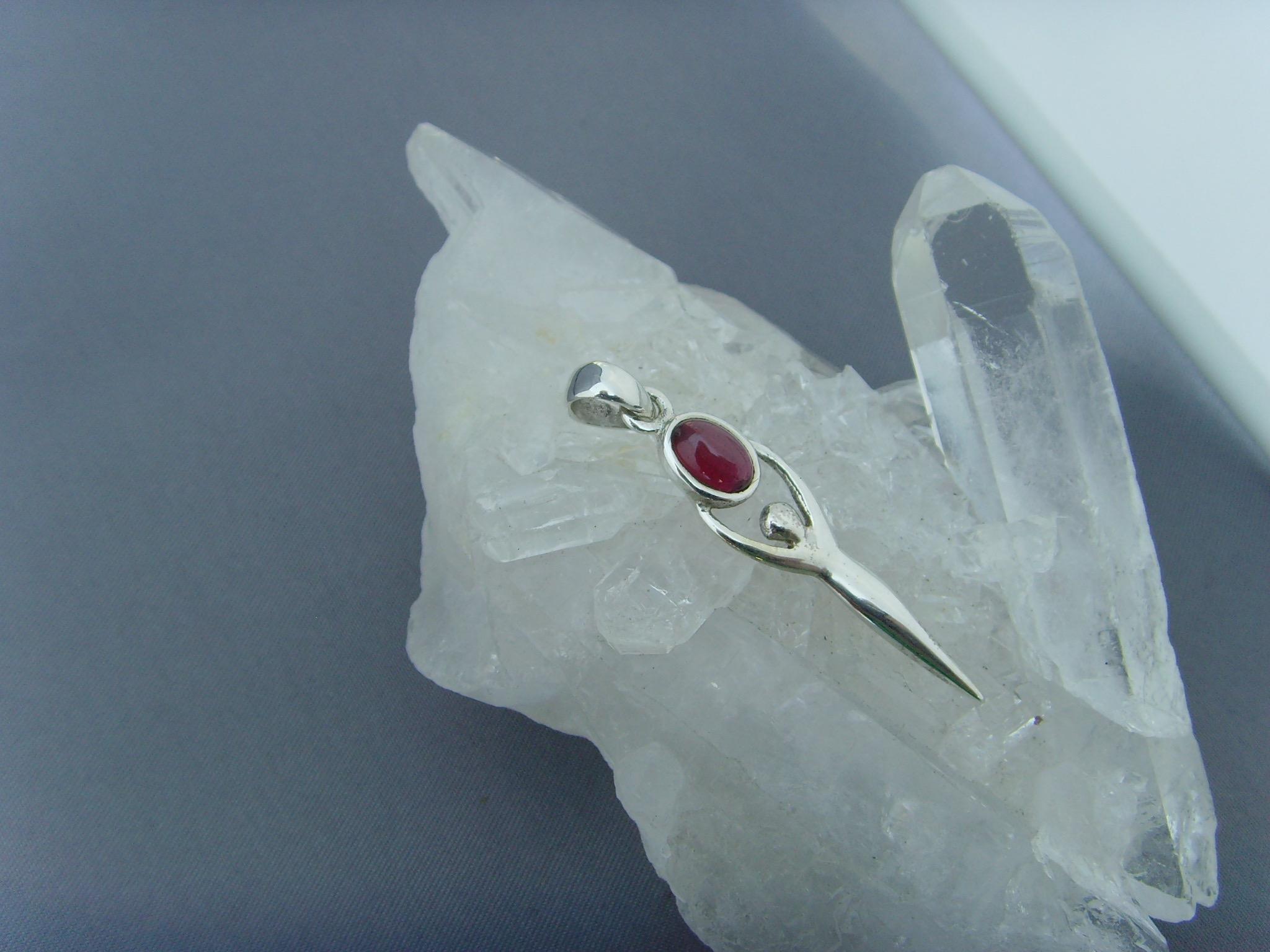Granat - Anhänger / Symbol:Göttin / 925'er Silber