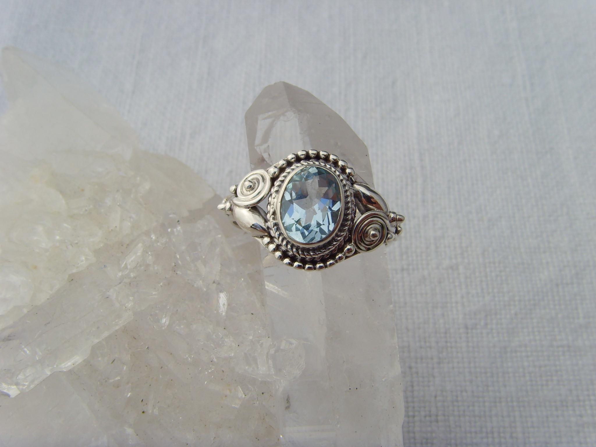 Blautopas-Ring / filigrane Handarbeit / 925'er Silber